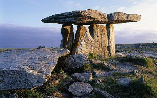 poulnabrone-dolmen-tarih-oncesi-mezar-ornegi