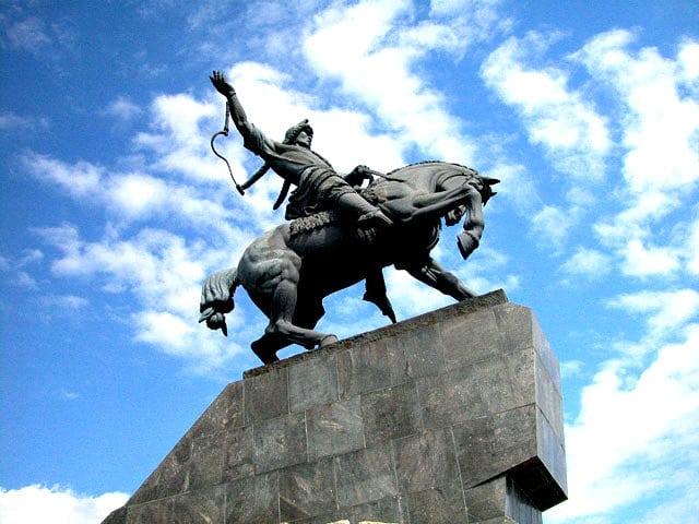 Salavat Yualev Heykeli, Avrupa'nın en büyük krom yapımı heykelidir.